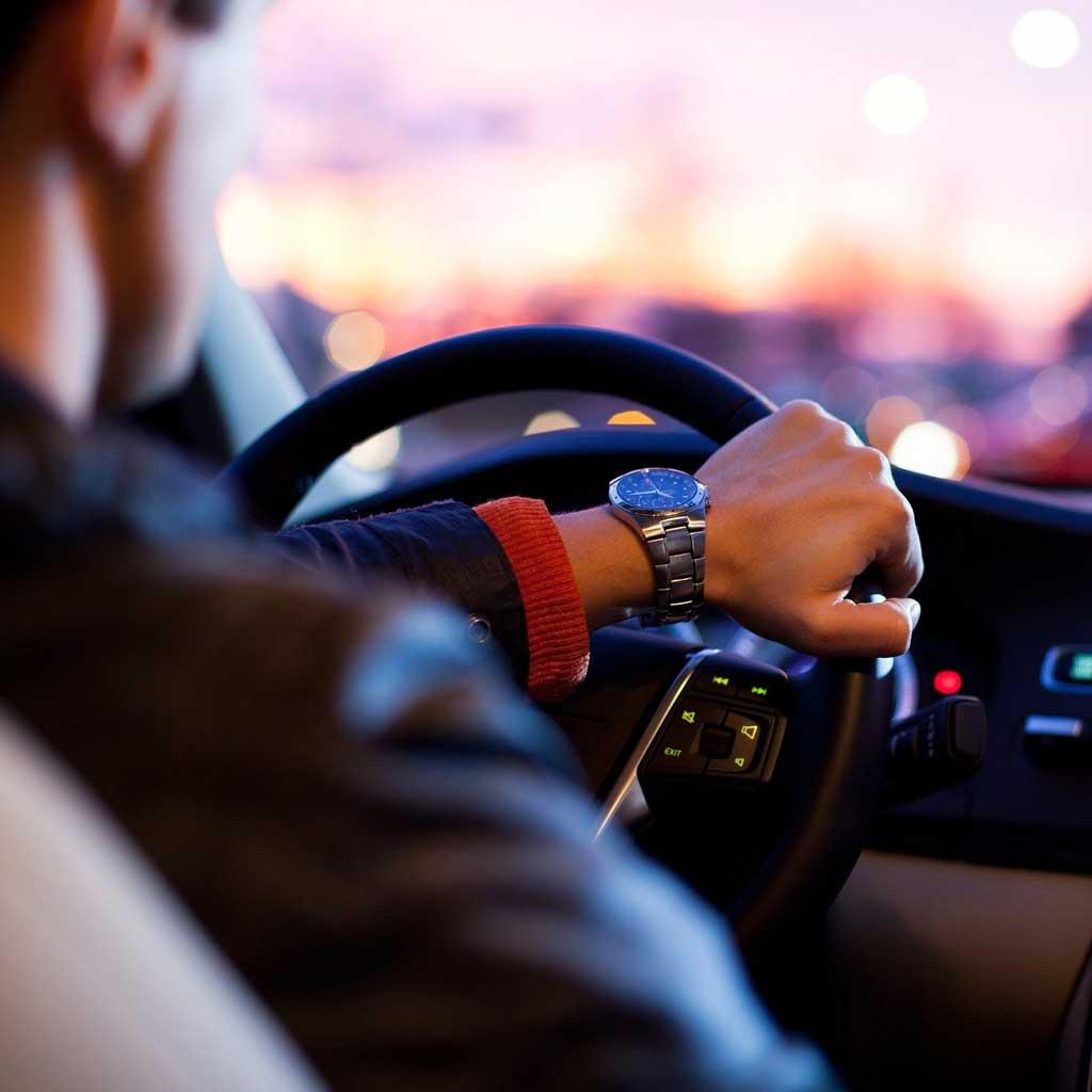Fahrer Abendstimmung Dämmerung Cockpit Auto